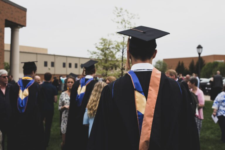 How to Get Access to Over $1 Billion College Scholarships