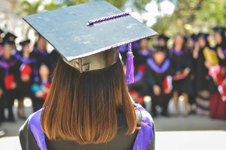 5 Ways to Find College Grants for Women